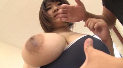 爆乳ハミ乳競泳水着 あゆ J-cup_10