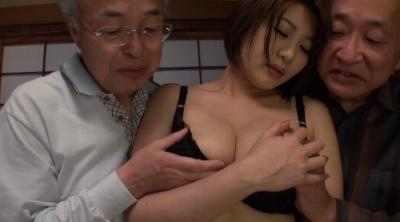 老人たちに寝取られたセックスレスの夫を持つ巨乳嫁 推川ゆうり_13