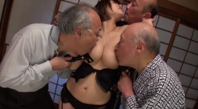 老人たちに寝取られたセックスレスの夫を持つ巨乳嫁 推川ゆうり_14