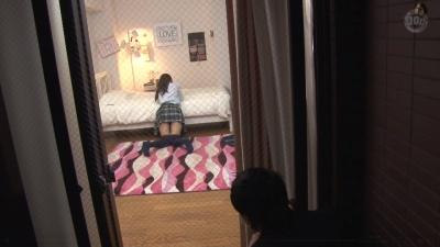 すらりと伸びた足から覗くスカートとニーハイの間の太もも「絶対領域」を目の前で見てしまった僕は… 4_5