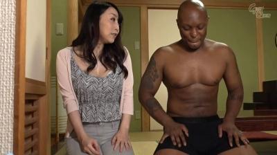 【桐島美奈子】ホームステイにやってきた黒人さんのデカち○ぽに発情した母さん 桐島美奈子