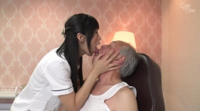 老人を唾液と淫語で舐め癒す女 大槻ひびき_2