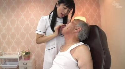 老人を唾液と淫語で舐め癒す女 大槻ひびき_3