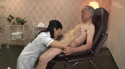 老人を唾液と淫語で舐め癒す女 大槻ひびき_5