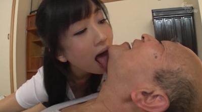 老人を唾液と淫語で舐め癒す女 大槻ひびき_8