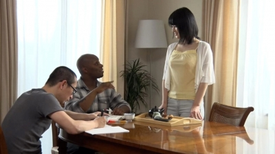 【柳あきら】ホームステイにやってきた黒人さんのデカち○ぽに発情した母さん 柳あきら
