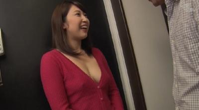 ノーブラで僕を誘惑する隣に引っ越してきたエッチな巨乳奥さん 今井ゆあ_1