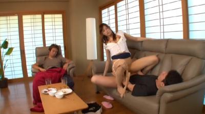 夫に睡眠薬、夫の部下には強力勃起薬をこっそり飲ませて誘惑し何度も強制射精させる淫乱発情妻!_12