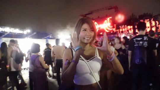 【マリ 21歳 日焼けサロン店員】日本最大級EDMイベント・U〇TRA JAPANでテンションアゲアゲの日焼け巨乳ギャルを激ノリナンパ!音楽フェスで開放的になったお股からの潮吹きスプラッシュ!からのアゲアゲチ〇ポでサウンド刻むぜパコパコSEX!