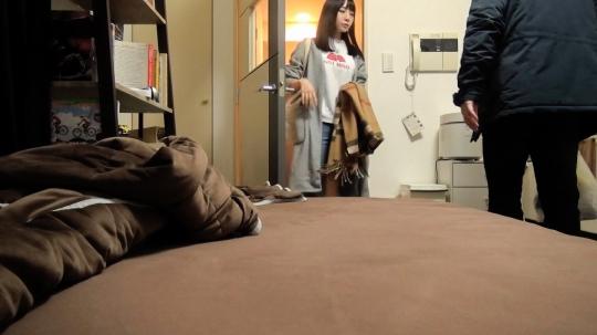 【優衣 22歳 看護師】百戦錬磨のナンパ師のヤリ部屋で、連れ込みSEX隠し撮り 111 チョコもバナナもチ●ポも美味しくパクリ♪どエロで純情なスレンダー娘が登場!