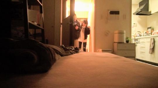 【みつき 21歳 介護士】百戦錬磨のナンパ師のヤリ部屋で、連れ込みSEX隠し撮り 114 彼氏がいるのに男の家へ!嫌がりつつも言いくるめられ手マンで即落ち!気づけばベッドをびっしゃり濡らしちゃう卑猥SEX!