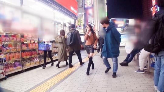 【ひな 24歳 バーテン】マジ軟派、初撮。 1286 新宿歌舞伎町で見つけた広島なまりのバーテンダー♪ナンパされて嫌悪感むき出しだった彼女だが…。彼氏なし、セフレなし…今年入って一度もヤッてないから欲求不満!寂しさ耐えきれずに股が緩み、出会ったばかりの男のチ●ポに貪り付くドM美女♪