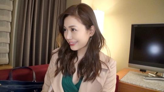 【姫奈 30歳 セレモニーレディ】マジ軟派、初撮。 1313 渋谷で見つけた葬儀屋さん。彼氏がいなくて、、、チ~ン(泣)『男と女を合わせて幸せ~』になりたい!ベットの上で「逝く」ではなく「イク」を連発してます。_1