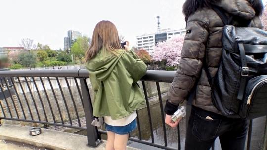 【ももか 20歳 大学生(居酒屋でバイト)】マジ軟派、初撮。 1325 桜祭りで見つけた散歩好き女子大生。大人しく押しに弱いのかインタビュー交渉もおっぱいを見せてもらうことも二つ返事。その控えめな性格とは裏腹に主張の激しい爆乳クラスのおっぱいから目が離せない…!