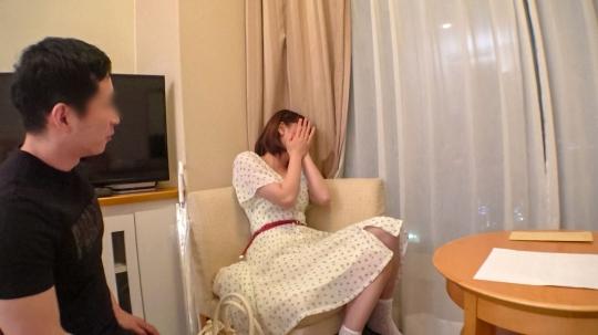 【杏樹 25歳 ゴデ〇バのチョコレート工場でバイト】マジ軟派、初撮。 1337 品川で見つけたちょっとキビシイお給料のお姉さん。出演交渉もエッチなことも、ギャラをちらつかせれば楽々オーケー!コリコリ乳首のおっぱいが揺れてエロすぎる…!_5