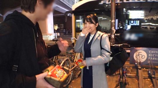 【まりこ 24歳 健康食品の営業】マジ軟派、初撮。 1590 アキバの路上でカイロ配り!会社帰りの美脚美女が罠にかかった!連れ込んだホテルでエロトーク…次第に気分も高揚していって…