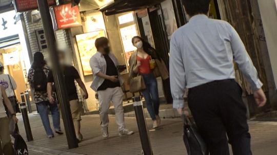 【じゅん 27歳 コールセンターのオペレーター】マジ軟派、初撮。 1682 渋谷ナンパで一緒に飲んでくれるお姉さん発見!ホテルに連れ込み、魅惑の胸元に手を伸ばす…。絶え間ない快感に呆けた表情がセクシー♪
