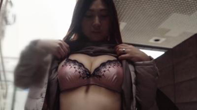 わけあり熟女 どデカい3D乳房Fカップ 三上えりか41歳 久しぶりのセックスで発情した四十路マ●コに生中出し!