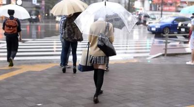 はじめての家出 東京1Kアパート なかだしルームシェア 黒髪美少女 出席番号002 裕木まゆ_1